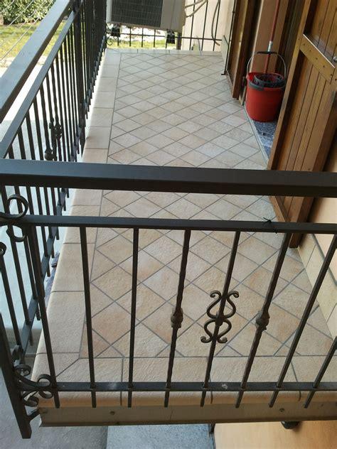 pavimenti balconi pavimentazione balcone condominio accogliente casa di