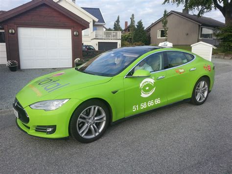 Tesla Model S Green Tesla Model S Electric Car Simply The World S Coolest Taxi