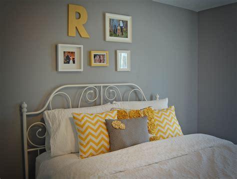 chevron bedroom decor yellow and gray chevron bedroom www pixshark com