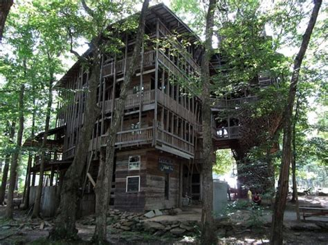 world s biggest tree house world s biggest treehouse in crossville tennessee indulgd