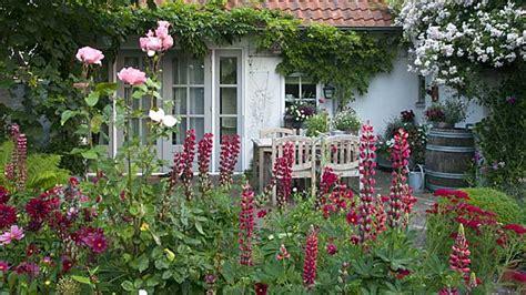 bilder schöne gärten idee landhaus terrasse