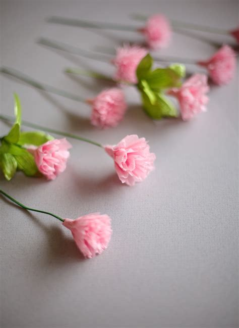 How To Make Tissue Paper Carnations - ruffles and stuff diy crepe paper carnations