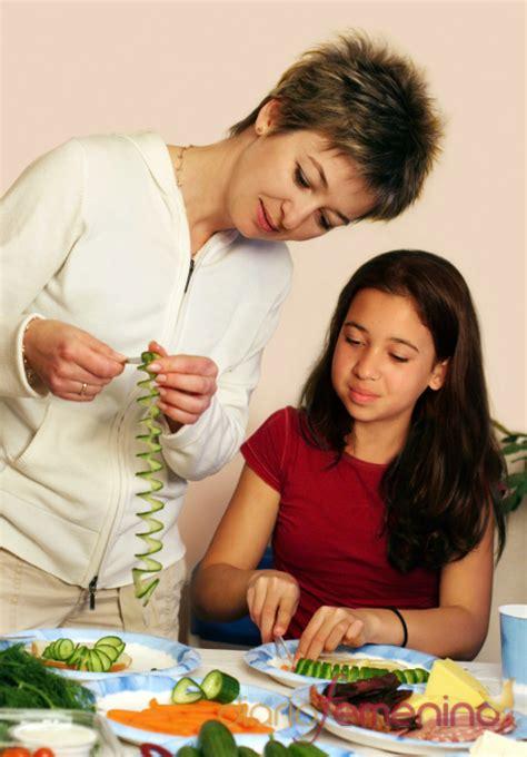 mama e hija cocinando mama e hija cocinando imagui