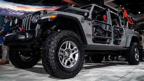 2020 Jeep Gladiator Lifted by Here S What The 2020 Jeep Gladiator Looks Like With
