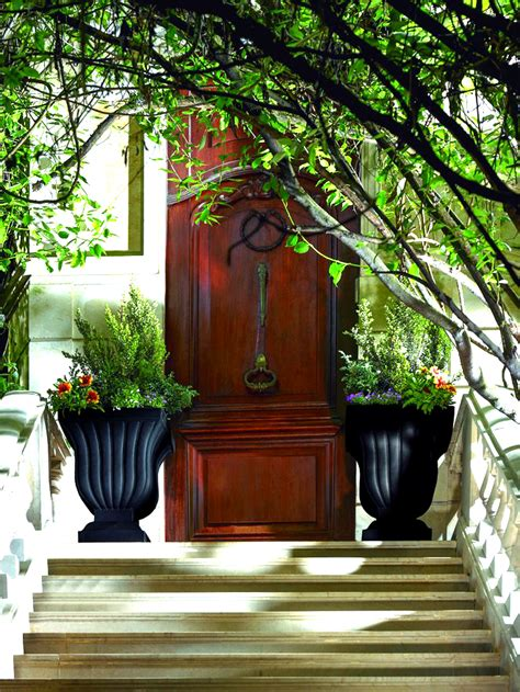 Front Entrance Planters by How To Add Curb Appeal With Outdoor Planters