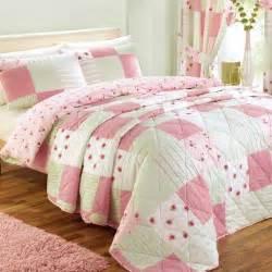dessus de lits chambre 224 coucher