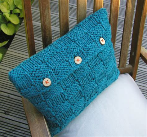 Knitting Pillow Patterns - knitted things checkerboard cushion cover