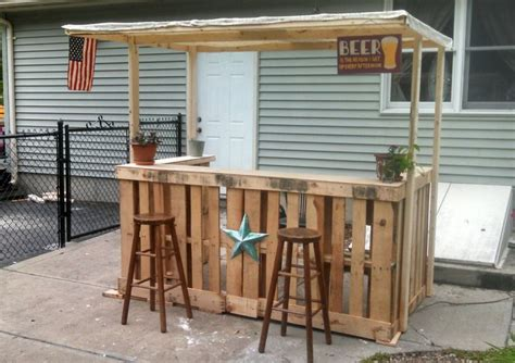 diy backyard bar i made a backyard bar out of pallets projet jardin