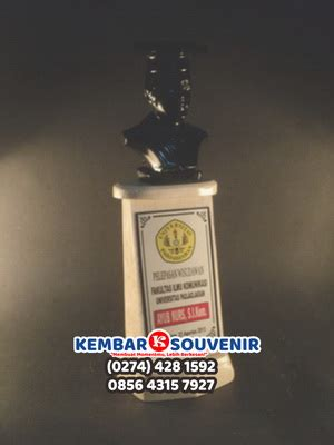 Harga Hadiah Wisuda Graduation Award by Hadiah Wisuda Graduation Award Hadiah Wisuda Unik Buatan
