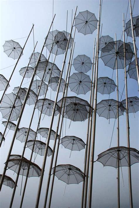 salonicco turisti per caso salonicco e gli ombrelli sospesi viaggi vacanze e
