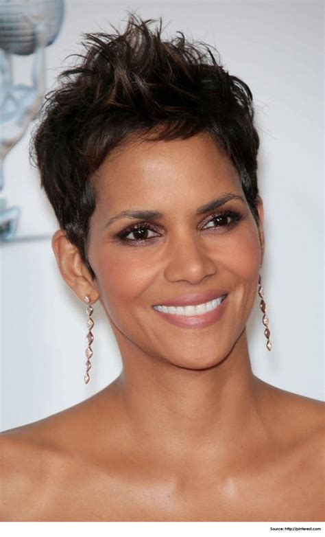 27 timeless short hairstyles for older women with glasses