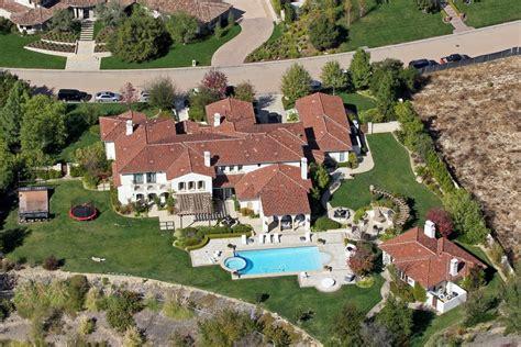 khloe kardashian new house khloe kardashian buys a new home from justin bieber mydomaine