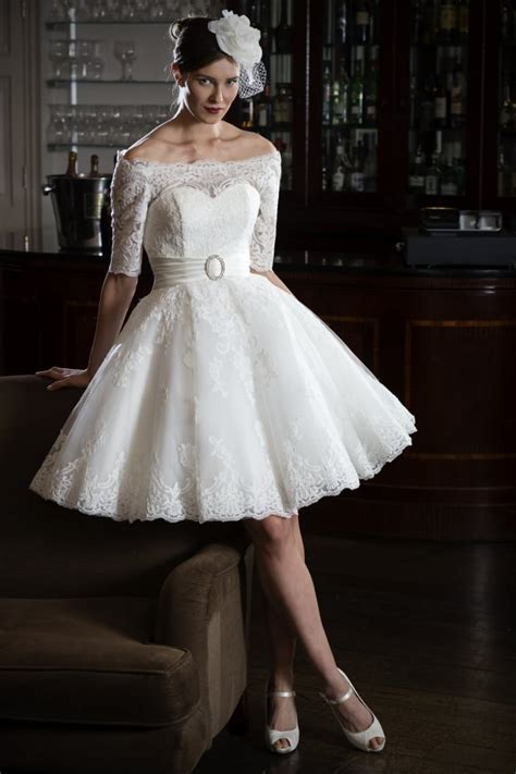 gia tea lengh lace short  shoulder wedding dress