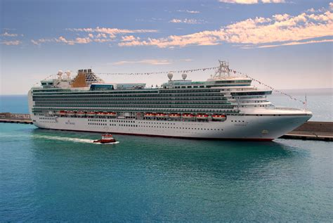 biggest cruise ship 23 largest cruise ships in the world