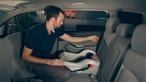 installer un siege auto comment installer un si 232 ge d enfant coup de pouce