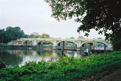 thames lock and weir permit richmond lock and footbridge
