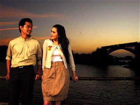 ulasan film ayat ayat cinta resensi film ketika cinta bertasbih