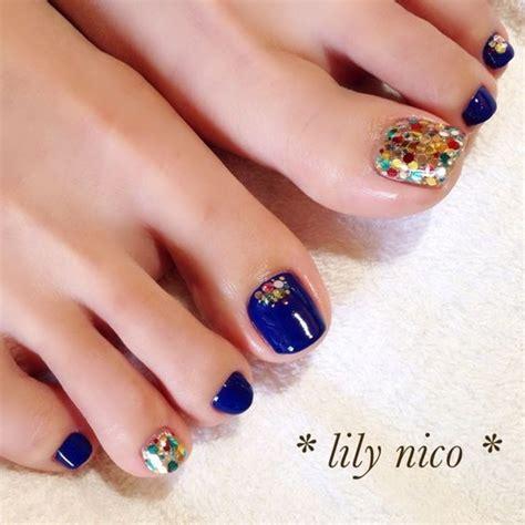 whays the latest in toe nail polish フット ホログラム ブルー lily nicoのネイルデザイン no 1017184 ネイルブック