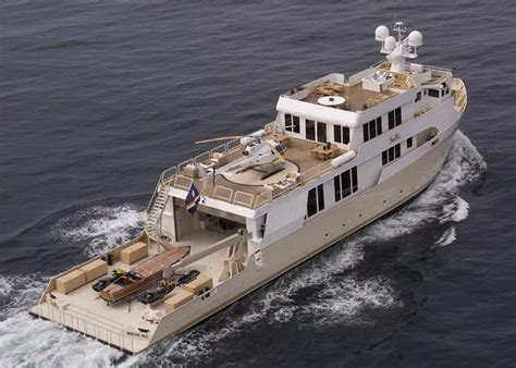 boat mechanic dubai bikini clad jessica alba films on yacht for movie