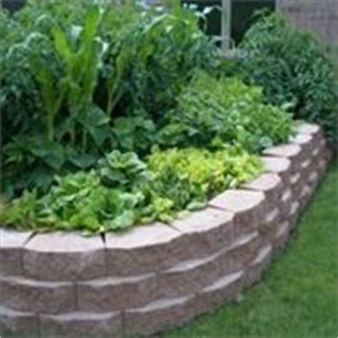 creare un aiuola in giardino aiuole fioriere come creare delle aiuole