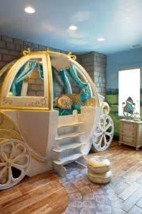 Extreme Makeover Bedrooms - letti a forma di nave di carrozza o di autobus per far