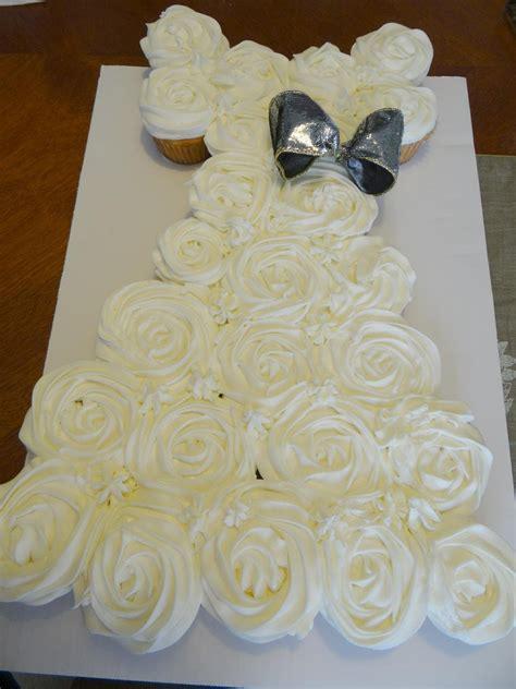 wedding gown pull apart cupcake cake methodology