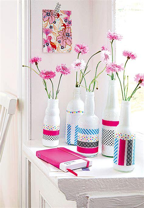 aus flaschen vasen machen vasen aus flaschen und klebeband gestalten