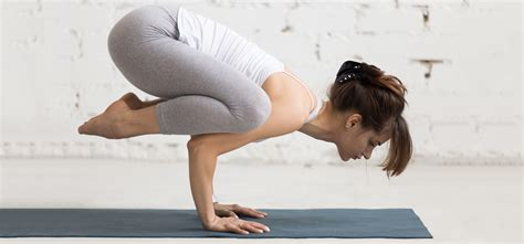 imagenes para hacer yoga bakasana todo sobre la postura del cuervo relajemos com