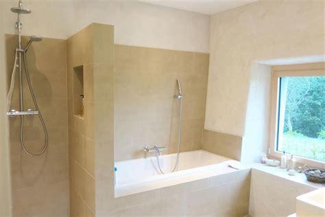 baignoire et combin礬e salle de bain moderne avec et baignoire salle de