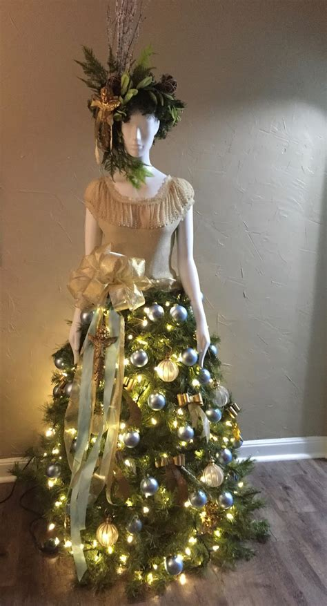 garden path isabella  christmas tree lady