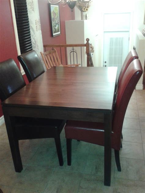 table de cuisine avec chaises table de cuisine en merisier avec chaises en cuirs