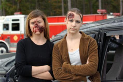 Autounfall Versicherung Melden by Polizei Unfall Melden Verhalten Bei Einem Unfall 2018