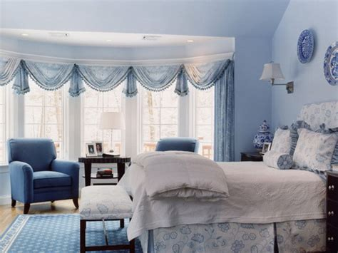 Light Blue And White Bedroom Decorating Ideas by Some Interior Painting And Decorating Tips For Choosing