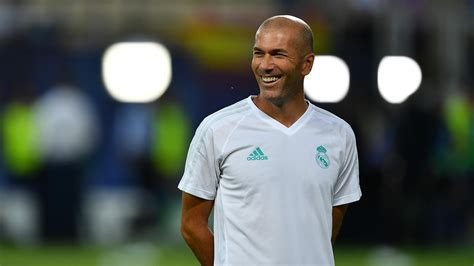 fotos real madrid chions zinedine zidane happy to sign new real madrid contract