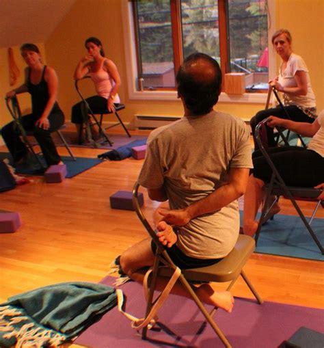 imagenes de yoga en silla mejores 11 im 225 genes de iyengar yoga chair twists en