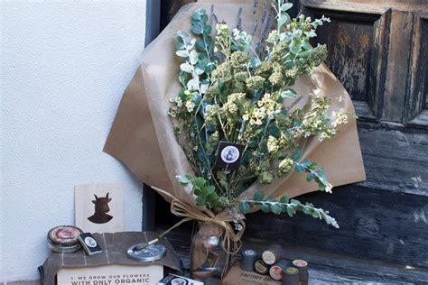 fiori di marjuana coachella festival debuttano le corone di fiori di
