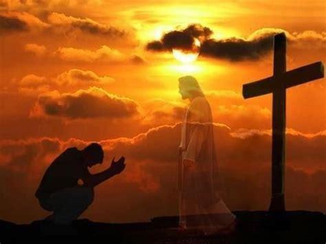 imagenes de un hombre orando a dios porqu 233 v 237 as se derrama el amor de dios en el mundo la