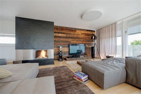 wohnzimmer modern holz wandverkleidung holz modernes wohnzimmer kamin ecru sofa