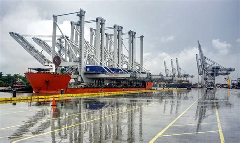 boat sts rubber ship to shore gantry cranes sts gantry cranes
