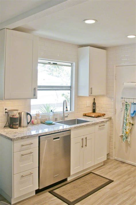 Small Kitchen With White Cabinets 25 Best Ideas About Small White Kitchens On Pinterest Small Marble Kitchens Small Kitchen