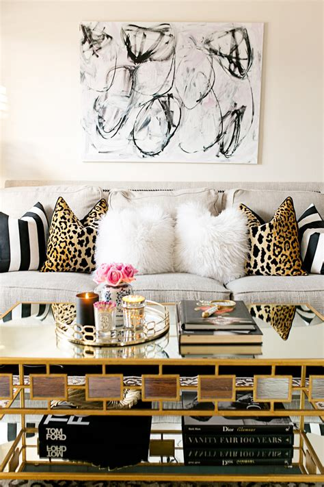 coffee table decor ten coffee table decor ideas le zoe musings