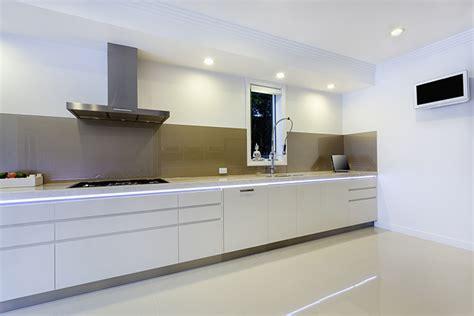 lade da parete esterne ideas para iluminar la cocina con luces led o de bajo