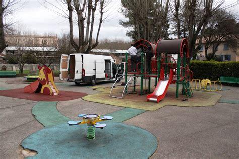 travaux au jardin d enfants