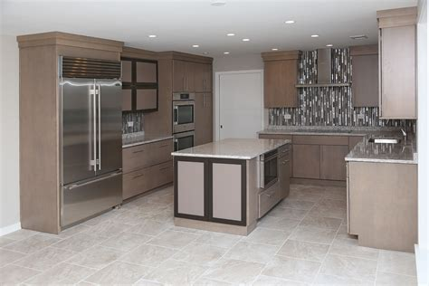 what color hardwood floor with maple cabinets maple cabinets what color flooring go with dark kitchen