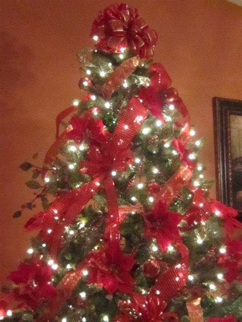 decorating professionally decorated christmas tree country