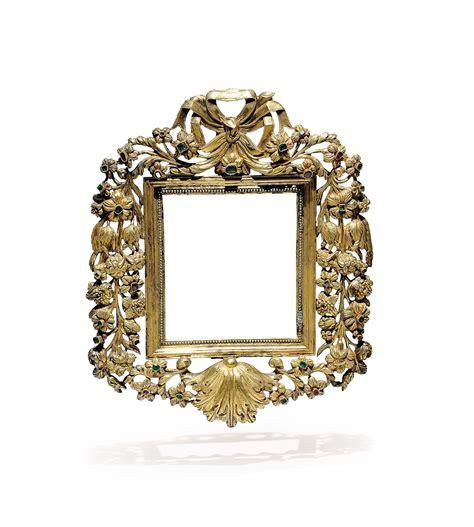 cornici di argento coppia di cornici in argento dorato finemente sbalzato e