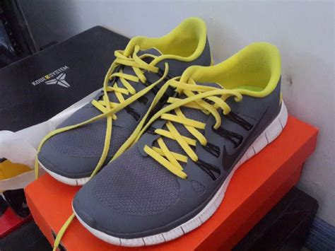 Sepatu Olah Raga Pria Nike Roshe Run sepatu nike free run