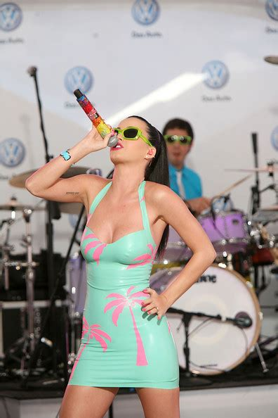 katy perry matching tattoo song katy perry performs a mini concert in times square top