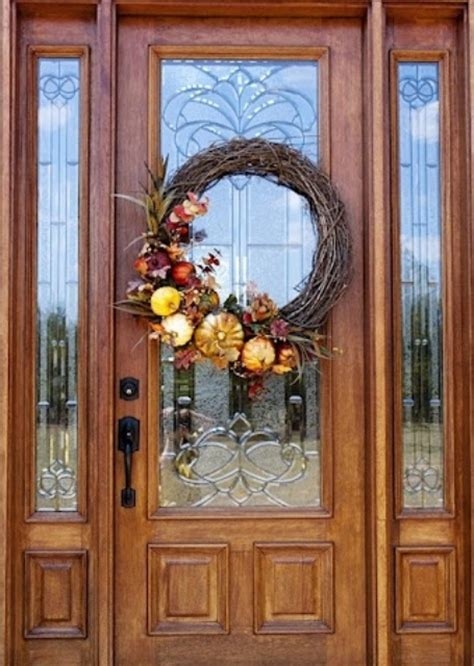 67 Cute And Inviting Fall Front Door D 233 Cor Ideas Digsdigs Front Door Hanging Decorations