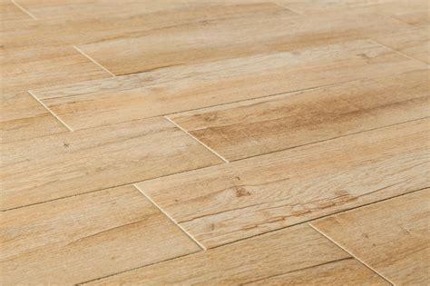 Lantai Vynill Floor Motif Kayu 19 model keramik lantai motif kayu rumah minimalis 2018